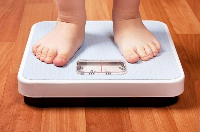 Bambini obesi: genitori da sorvegliare